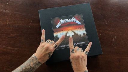 Master of Puppets (Deluxe Box Set) Unboxing Video