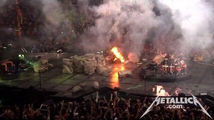 Enter Sandman and Hit The Lights (Live - Vancouver, Canada) - MetOnTour